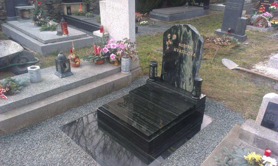 Malý zrenovovaný hrob
