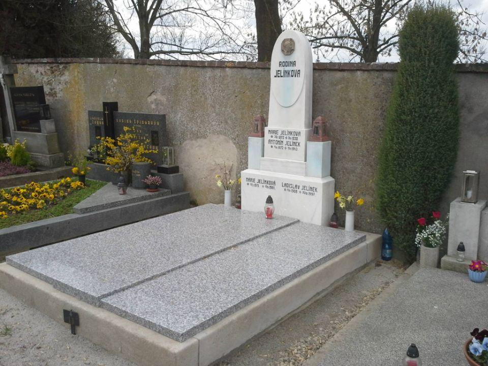Renovovaný hrob
