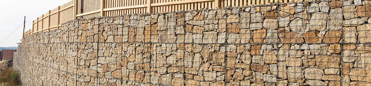 Gabionová stěna ze sítí s okem 10x10cm